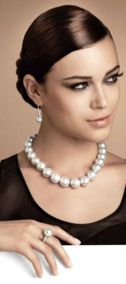 40 How to Wear a Pearl Necklace Ideas 14
