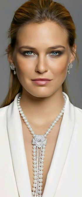 40 How to Wear a Pearl Necklace Ideas 23