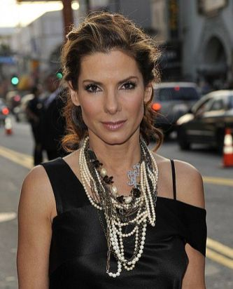 40 How to Wear a Pearl Necklace Ideas 33