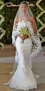 40 Long Viels Wedding Dresses Ideas 16