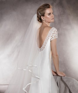 40 Long Viels Wedding Dresses Ideas 36