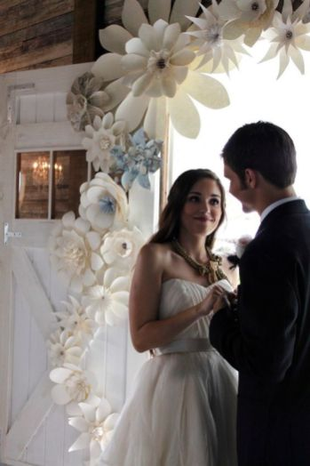 40 Ways to Use Paper Flowers At Your Wedding 48