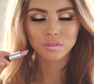 40 Ways to Wear Pink Lipstick Ideas 12