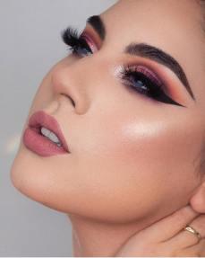 40 Ways to Wear Pink Lipstick Ideas 29