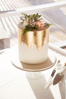 50 Gold Wedding Cakes Ideas 33
