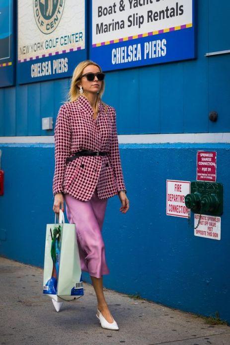 50 Möglichkeiten rosafarbene Outfits Ideen zu tragen 13