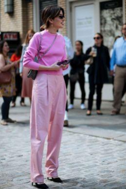 50 Möglichkeiten rosafarbene Outfits Ideen zu tragen 20