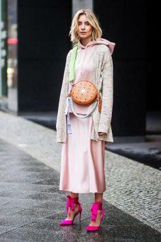 50 Möglichkeiten rosafarbene Outfits Ideen zu tragen 34