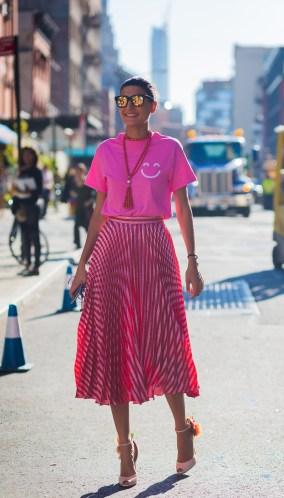 50 Möglichkeiten rosafarbene Outfits Ideen zu tragen 38