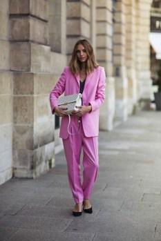 50 Möglichkeiten rosafarbene Outfits Ideen zu tragen 49