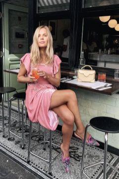 50 Möglichkeiten rosafarbene Outfits Ideen zu tragen 53