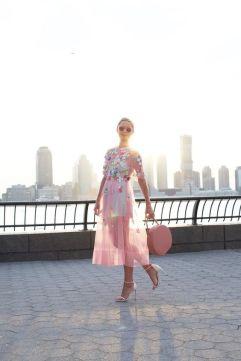 50 Möglichkeiten rosafarbene Outfits Ideen zu tragen 55
