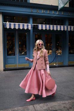 50 Möglichkeiten rosafarbene Outfits Ideen zu tragen 9