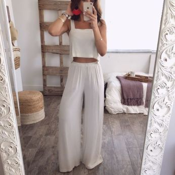 50 White Sleeveless Top Outfits Ideas 16