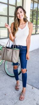 50 White Sleeveless Top Outfits Ideas 17