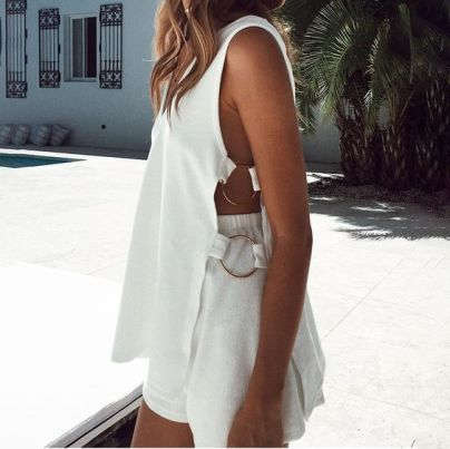 50 White Sleeveless Top Outfits Ideas 46