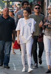70 Ways Selena Gomes Styles with Sneakers Ideas 18