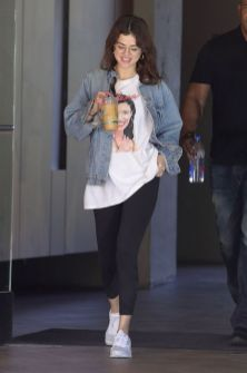 70 Ways Selena Gomes Styles with Sneakers Ideas 25