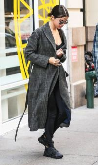 70 Ways Selena Gomes Styles with Sneakers Ideas 27