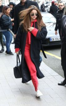 70 Ways Selena Gomes Styles with Sneakers Ideas 28