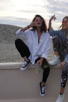 70 Ways Selena Gomes Styles with Sneakers Ideas 38