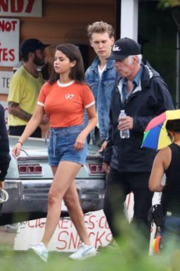 70 Ways Selena Gomes Styles with Sneakers Ideas 45