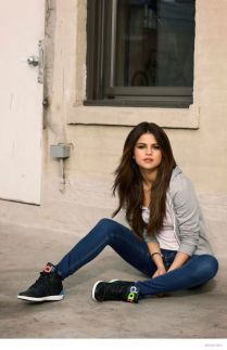 70 Ways Selena Gomes Styles with Sneakers Ideas 51