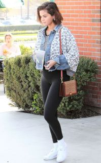 70 Ways Selena Gomes Styles with Sneakers Ideas 6