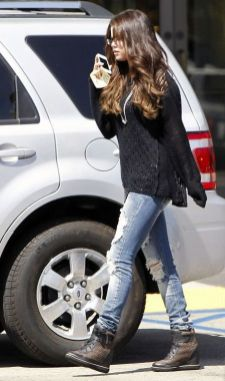 70 Ways Selena Gomes Styles with Sneakers Ideas 67