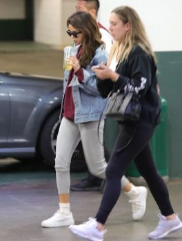 70 Ways Selena Gomes Styles with Sneakers Ideas 68