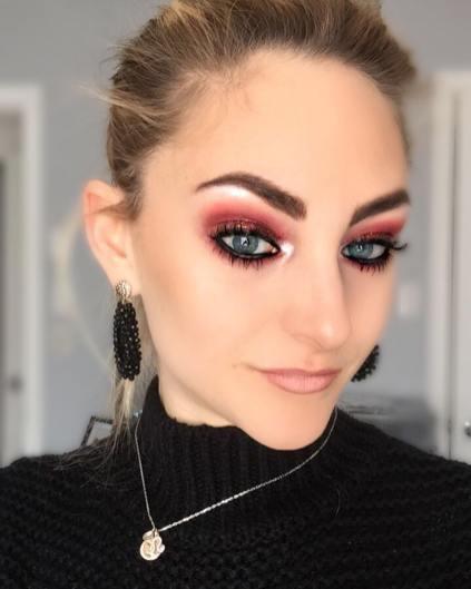40 Burgundy Makeup Look Ideas 38