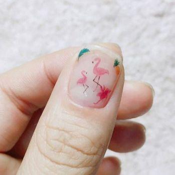 40 Cute Flamingo Themed Nail Art Ideas 14