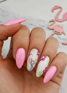 40 Cute Flamingo Themed Nail Art Ideas 25