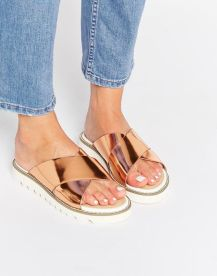 40 Glam Flat Sandals for Summer Ideas 8