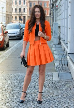 40 Stylish Orange Outfits Ideas 21
