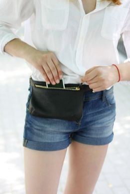 40 Ways to Wear Trendy Fanny Packs for Summer Ideas 13