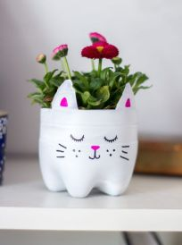 50 Ways to Reuse Plastic Bottles to Cute Planters Ideas 21