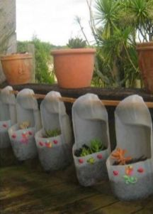 50 Ways to Reuse Plastic Bottles to Cute Planters Ideas 42