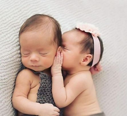 100 Cute Twins New Born Photography You Can Copy 10