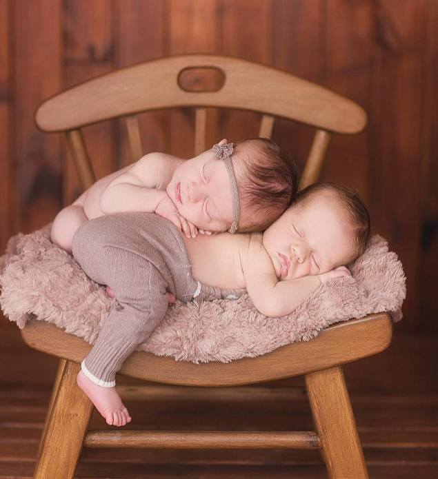 100 Cute Twins New Born Photography You Can Copy 13