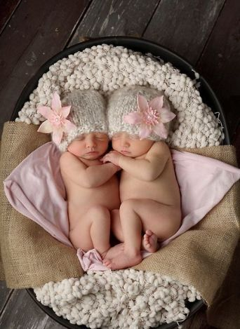 100 Cute Twins New Born Photography You Can Copy 14
