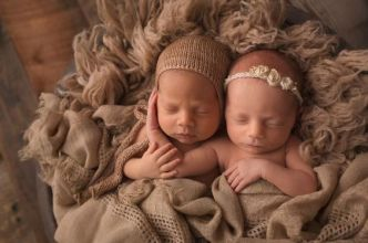 100 Cute Twins New Born Photography You Can Copy 19 1