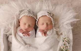 100 Cute Twins New Born Photography You Can Copy 22 1