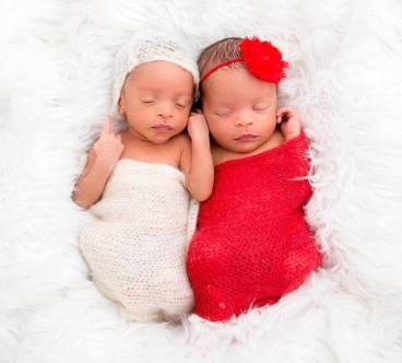 100 Cute Twins New Born Photography You Can Copy 24