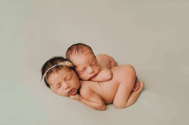 100 Cute Twins New Born Photography You Can Copy 25