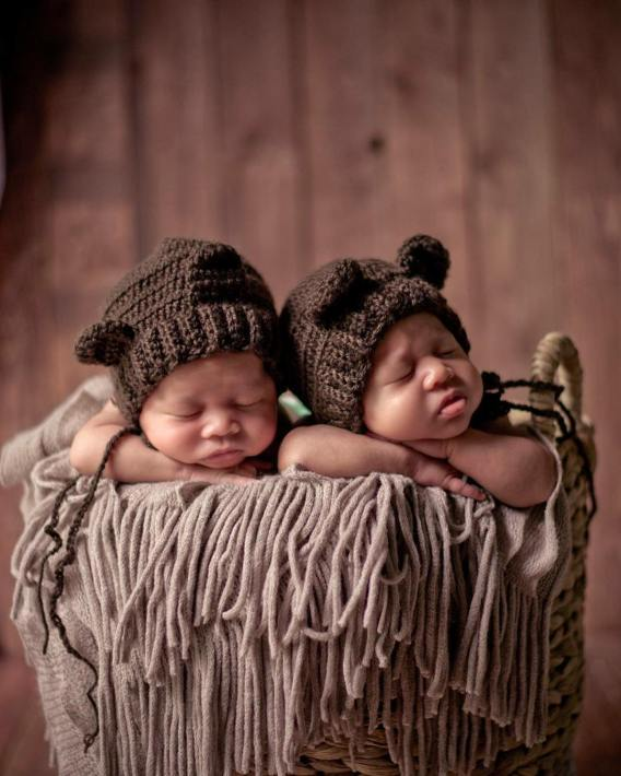 100 Cute Twins New Born Photography You Can Copy 29 1