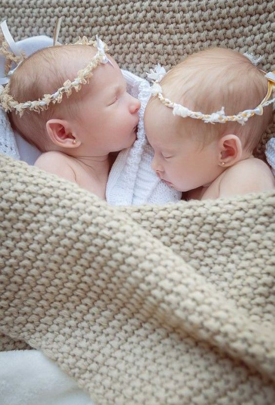 100 Cute Twins New Born Photography You Can Copy 40 1