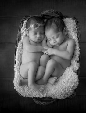 100 Cute Twins New Born Photography You Can Copy 47