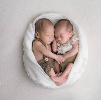 100 Cute Twins New Born Photography You Can Copy 59 1