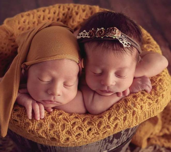100 Cute Twins New Born Photography You Can Copy 61 1